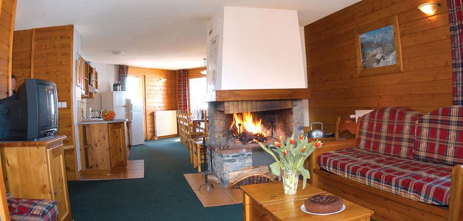france_paradiski-ski-area_les-arcs_chalet-hermine_lounge.jpg